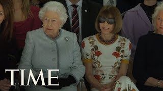 EUROPESE OMROEP | TIME | The Queen Of England Just Took Her Rightful Seat At The Front Row Of London Fashion Week | TIME | 1519157981 2018-02-20T20:19:41+00:00