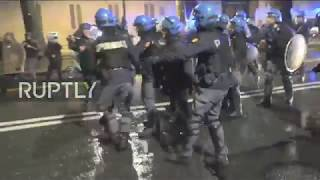 EUROPESE OMROEP | Ruptly | Italy: Antifa protesters and police showdown in Turin | 1519363827 2018-02-23T05:30:27+00:00