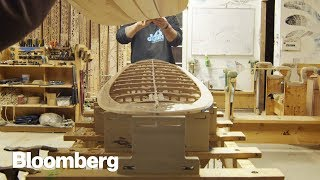 EUROPESE OMROEP | Bloomberg | How to Make Hand-built Wooden Surfboards | 1513962314 2017-12-22T17:05:14+00:00
