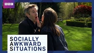 EUROPESE OMROEP | BBC Brit | How To Avoid Awkward Greetings - Socially Awkward Situations - BBC Brit | 1463734803 2016-05-20T09:00:03+00:00